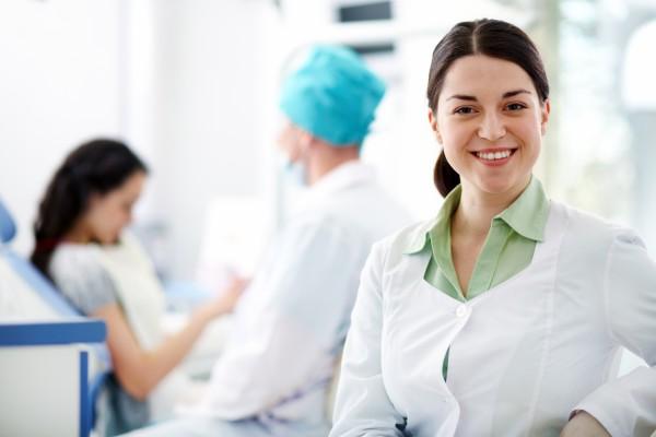 Asystentka stomatologiczna – pracownik wielofunkcyjny