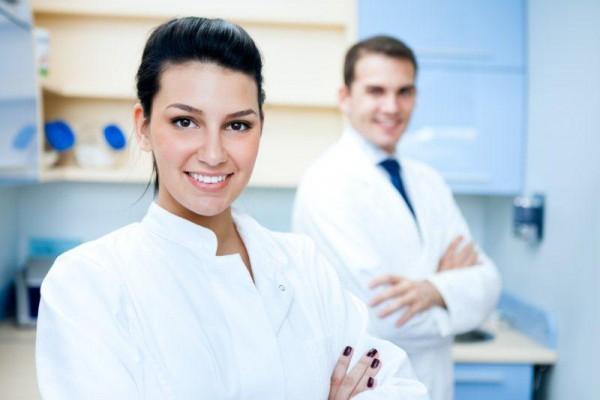 PIP zmieni umowę asysty stomatologicznej na etat ?