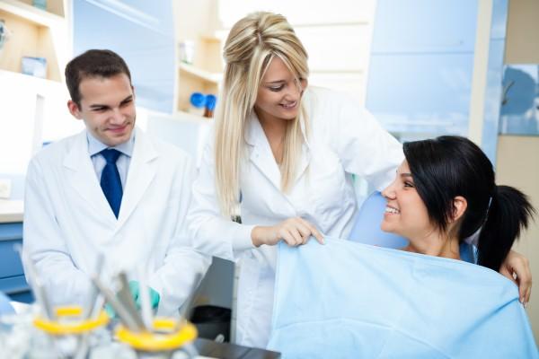 Asystentka stomatologiczna walczy z groźbą zakażeń