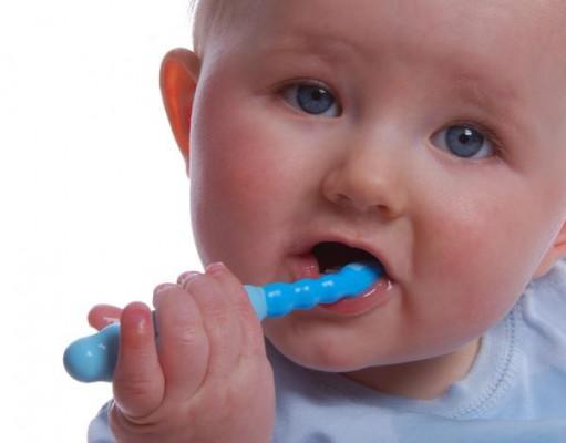 Od kiedy dzieci mogą myć zęby szczoteczką?