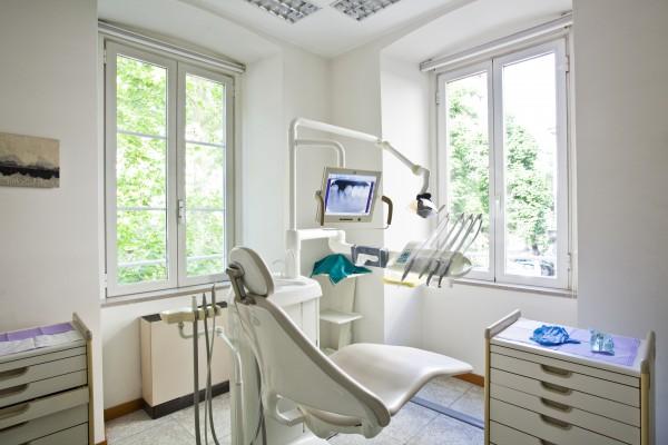 Pieniądze trzymają Polaków z dala od dentysty