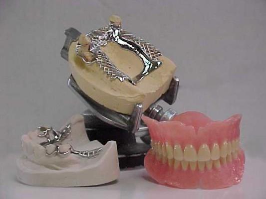 Przybędzie techników dentystycznych