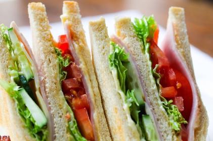 Dieta Polaków daleka od ideału - jemy za dużo mięsa i za mało warzyw