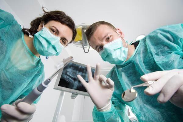 Instruktaż higieny jamy ustnej u pacjentów z parodontozą