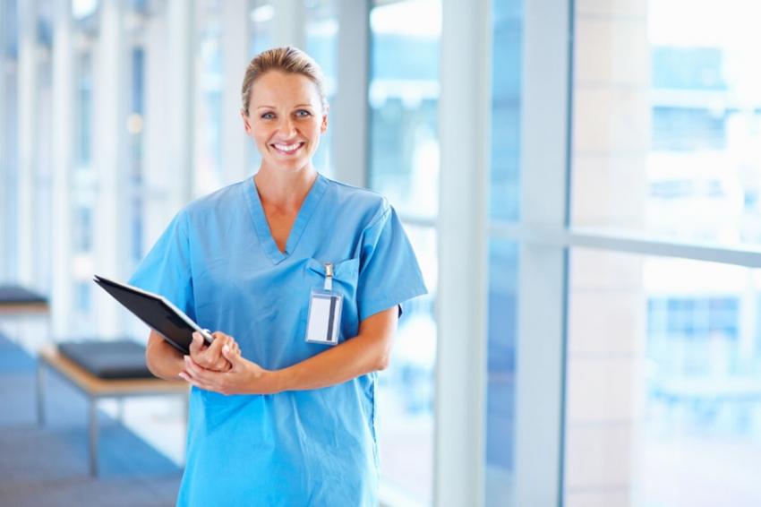 Czystość odzieży medycznej – jakie ma znaczenie i jak o nią dbać