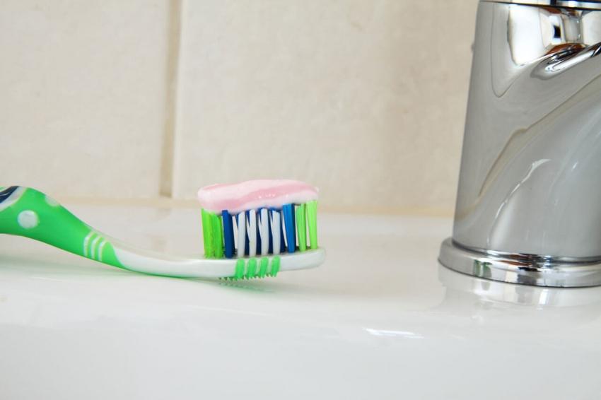 Historia pasty do zębów – od poroża zwierząt do past z fluorem