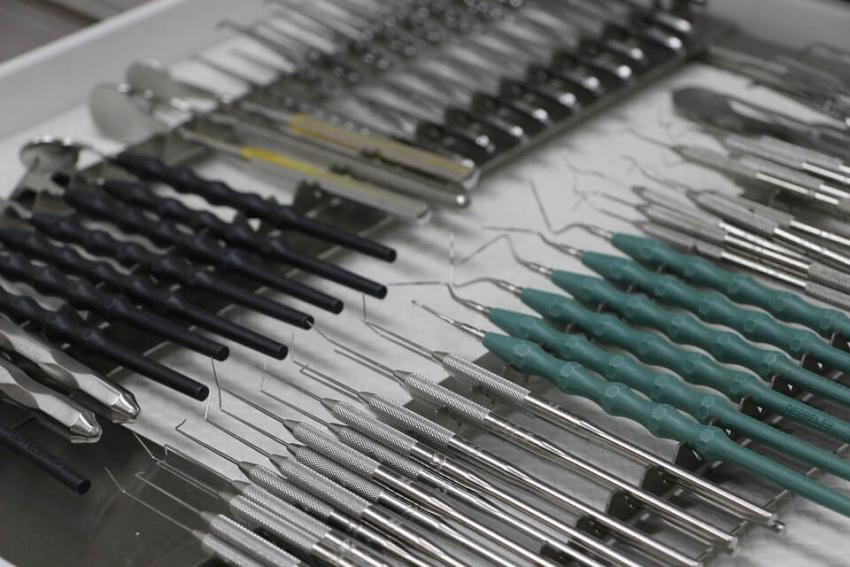 Polacy nie chodzą do dentysty, bo… wstydzą się wyglądu swoich zębów