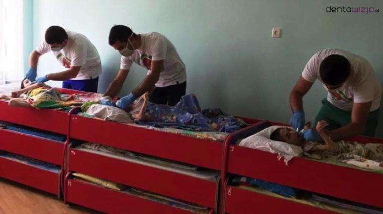 Wolontariusze leczą dzieci najbardziej pokrzywdzone przez los