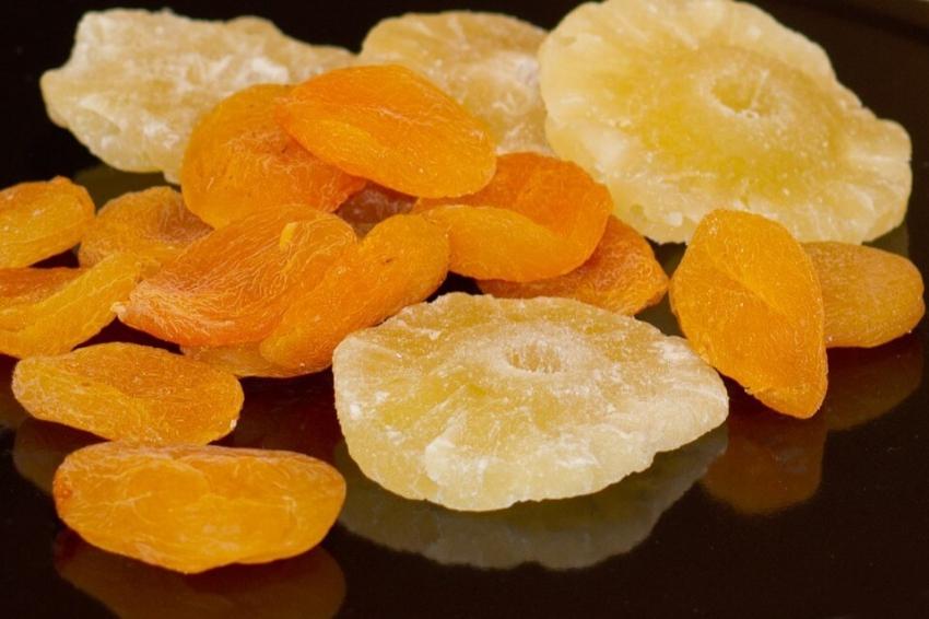 Suszone owoce: szkodzą zębom czy nie? Badania brytyjskiej dietetyczki