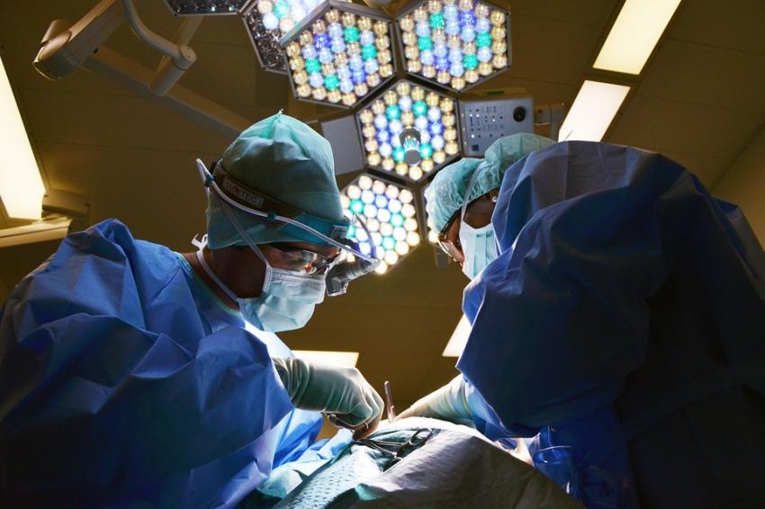 Olsztyn: pacjentka po rekonstrukcji twarzy opuściła szpital