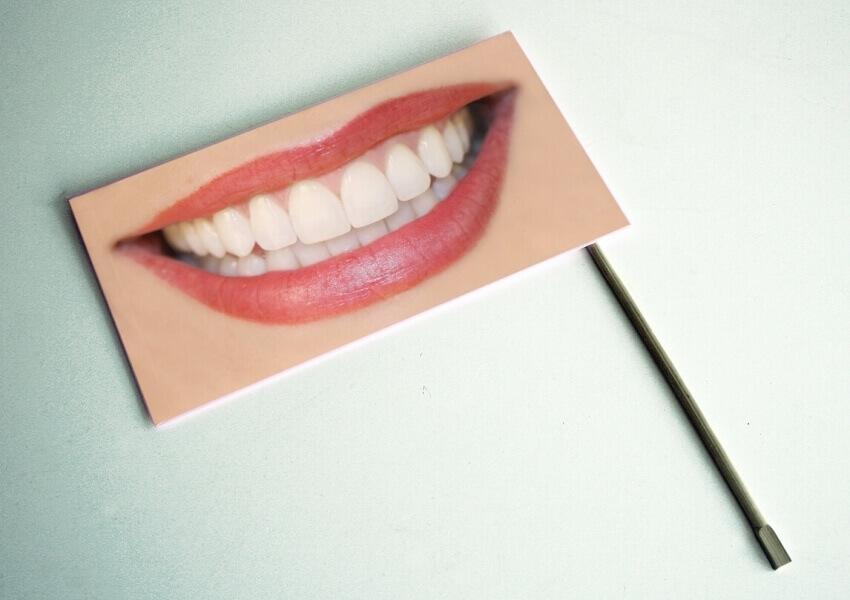 Wybielanie zębów nadtlenkiem wodoru niszczy kolagen w zębinie?