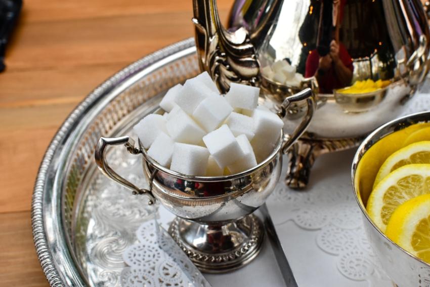 Niemowlęta i małe dzieci jedzą zbyt dużo cukru dodanego