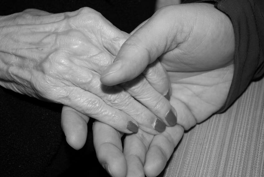 Zły stan zdrowia jamy ustnej powoduje niedożywienie u seniorów
