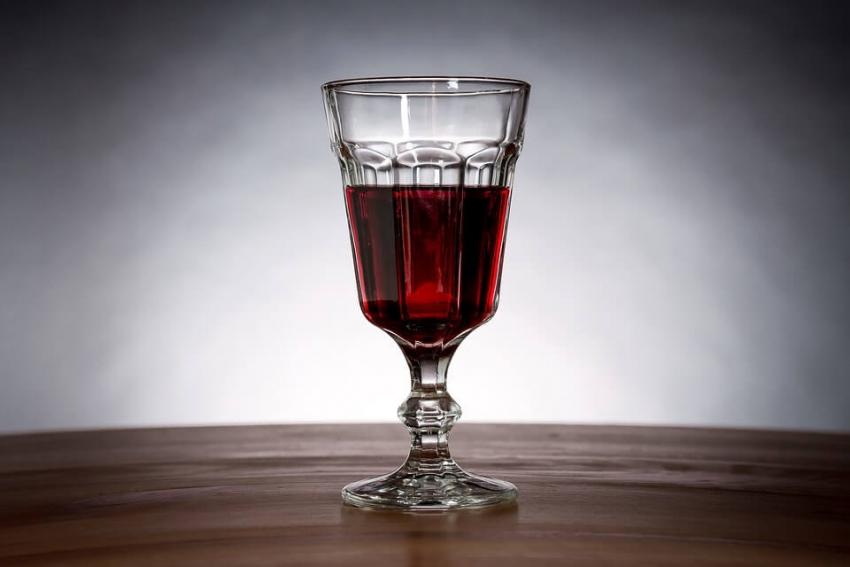 Brazylijscy naukowcy: wino jednak nie przebarwia zębów