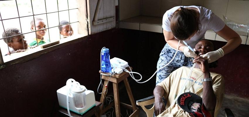 """Akcja """"Dentysta w Afryce"""" – co dzisiaj dzieje się w Afryce?"""