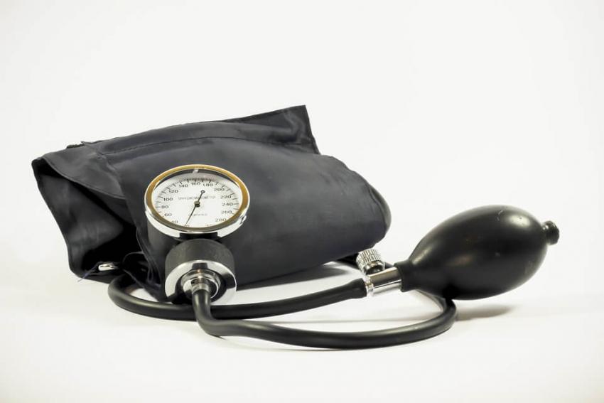 Są związki między menopauzą, brakiem zębów i nadciśnieniem