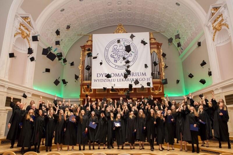 UM w Poznaniu: absolwenci stomatologii otrzymali dyplomy