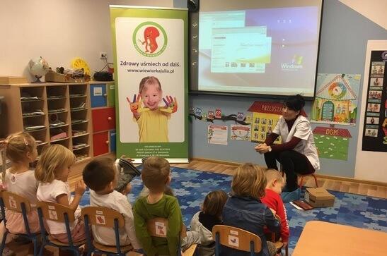 Wolontariusze Wiewiórki Julii odwiedzają przedszkolaków