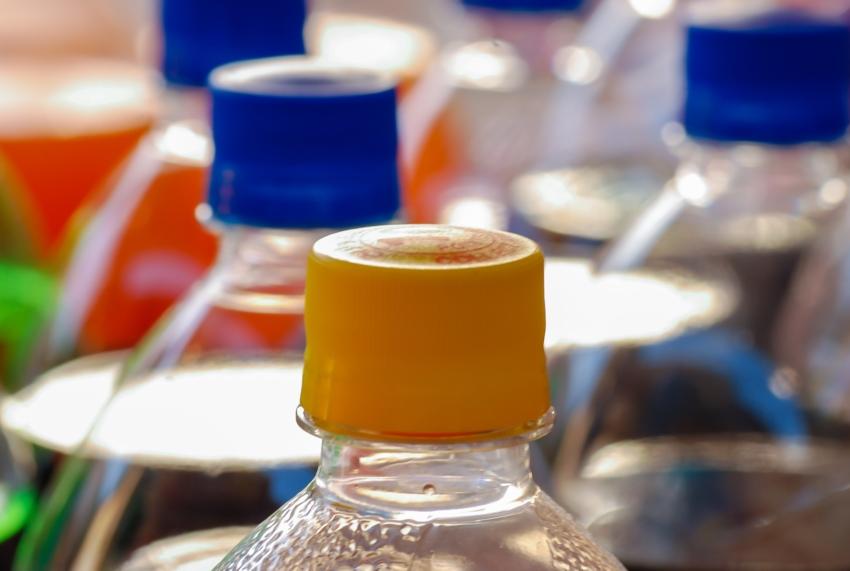Eksperci: należy dodatkowo opodatkować słodzone napoje