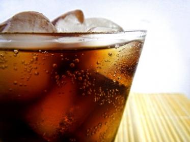 Singapur zakaże reklamy słodzonych napojów