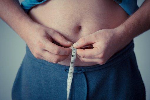 Otyłe kobiety bardziej narażone na choroby dziąseł niż mężczyźni