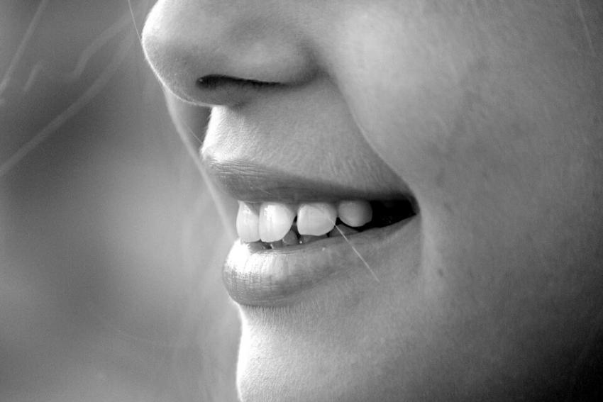 Ślina może hamować działanie próchnicotwórczych bakterii