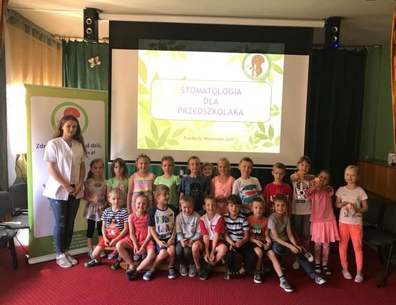 Wiewiórka Julia wciąż edukuje – wizyty w Krakowie i Sochaczewie