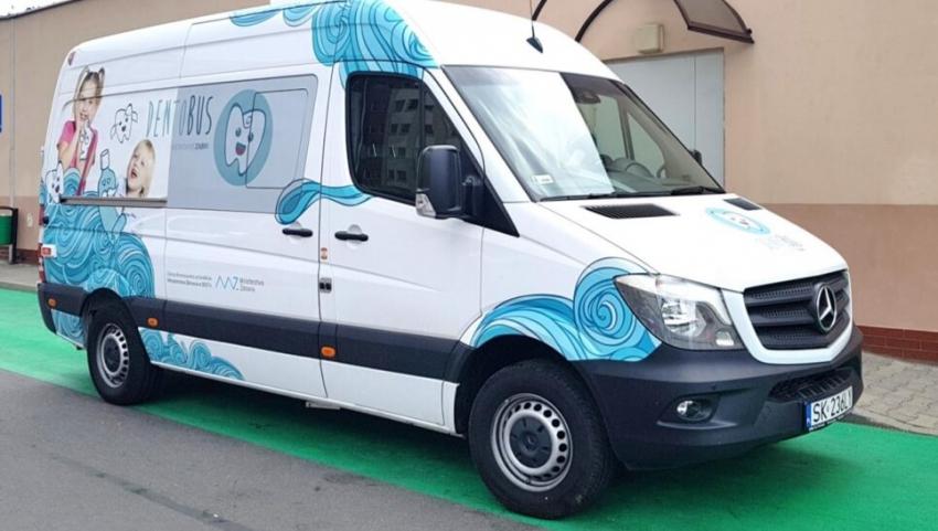 Dentobusy nadal jeżdżą po Polsce – harmonogram pracy w listopadzie