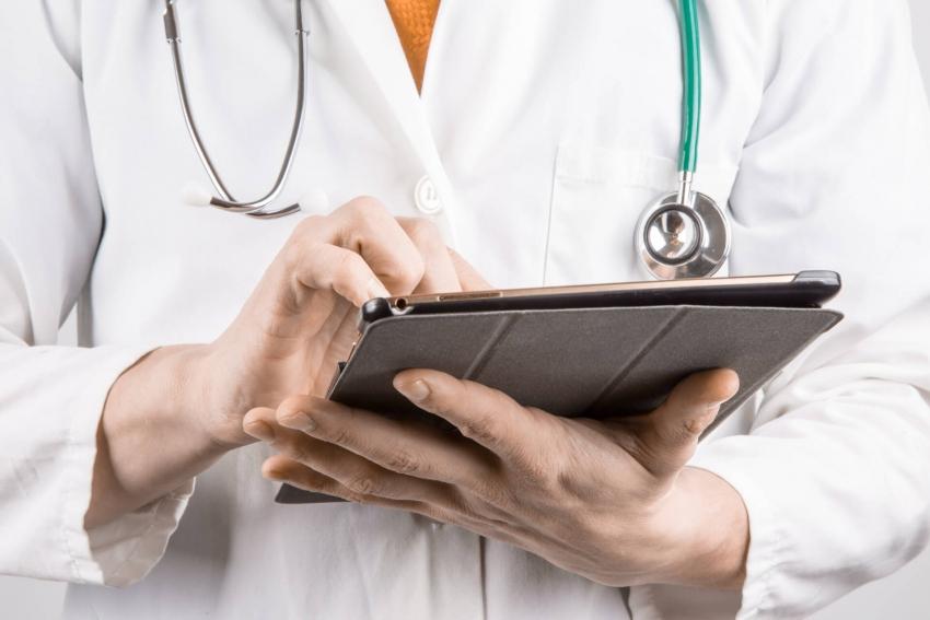 Nierówne traktowanie lekarzy? Zarzuty samorządu lekarskiego