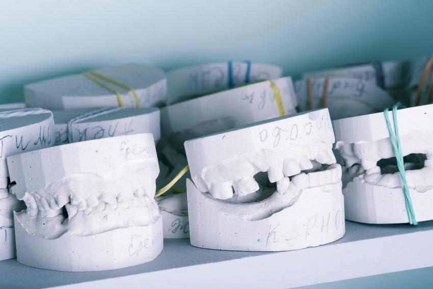Technicy dentystyczni apelują do rządu o konkretną pomoc