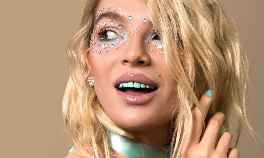 Kolorowe lakiery na zęby – nowy trend kosmetyczny z USA
