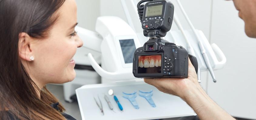 Powtarzalne zdjęcia konieczne w fotografii stomatologicznej