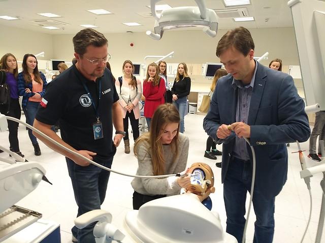 Uniwersytet Medyczny w Lublinie: lekcja stomatologii dla licealistów