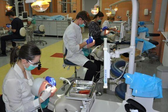 Szczecin: zawody studentów w symulacji stomatologicznej