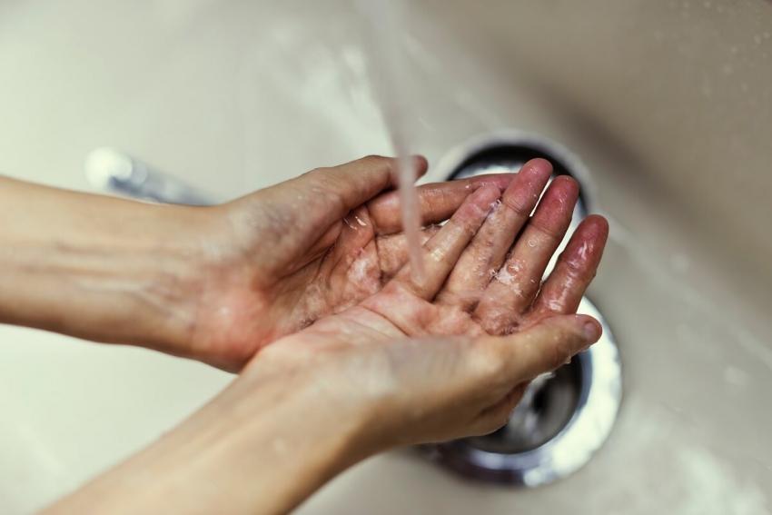 Inteligentny czujnik podpowie, czy ręce lekarza są czyste