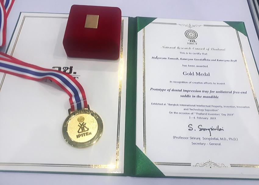 Złoty medal dla łyżki wyciskowej do jednostronnych braków uzębienia w szczęce