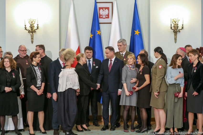 Stomatolog dr Konrad Rylski ze Srebrnym Krzyżem Zasługi