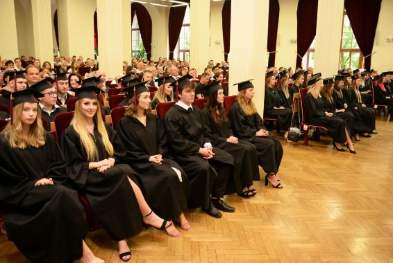 PUM w Szczecinie: absolwenci stomatologii już z dyplomami