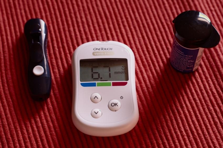 O związku zapalenia przyzębia z cukrzycą – debata PTP i PTD