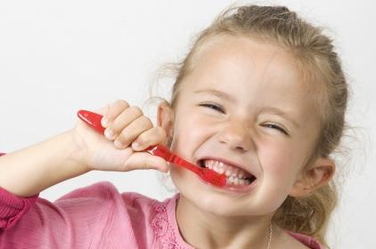 Jak dbać o zdrowie zębów u dzieci?