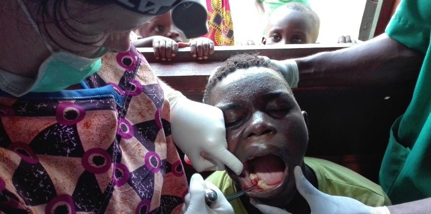 Dentysta w Afryce potrzebuje naszej pomocy