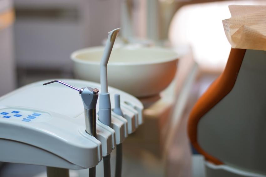 NFZ: pacjenci wciąż skarżą się na leczenie stomatologiczne