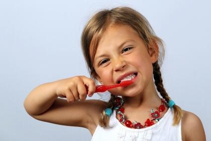 Zdrowe zęby po wakacjach, czyli jak dbać o uśmiech