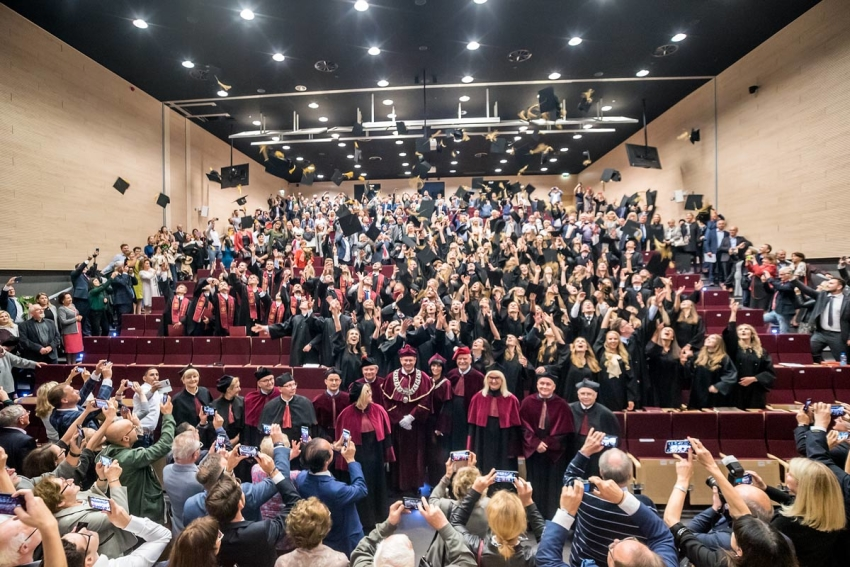 Wrocław: absolwenci studiów stomatologicznych z dyplomami