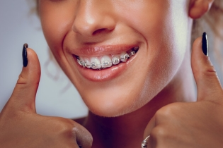 Nauczymy Cię ortodoncji i damy pracę Rownież lekarze po stażu SZKOLENI