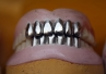 Wielka Brytania: znaleziono 200-letnią złotą protezę zębową