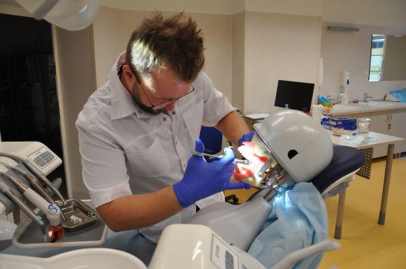 Szczecin: zawody w symulacji stomatologicznej dla studentów