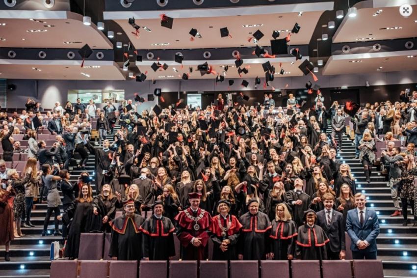Łódź: absolwenci stomatologii uroczyście odebrali dyplomy