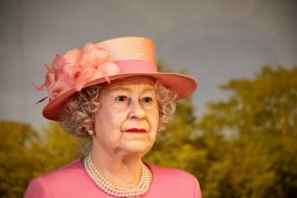 Królowa Elżbieta nosiła aparat ortodontyczny