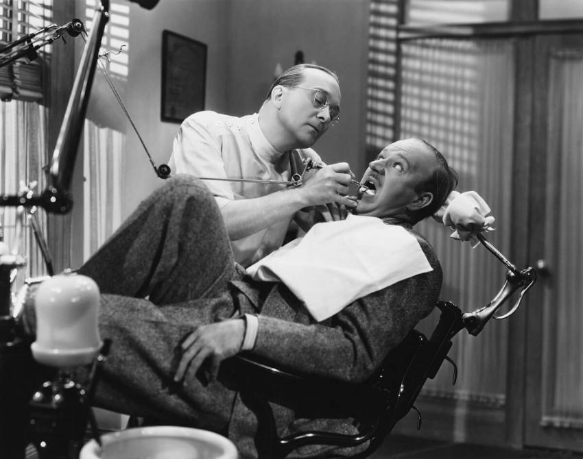 Sadysta, fajtłapa i luzak – obraz lekarza dentysty w filmie
